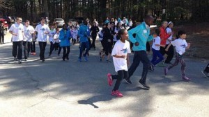 Elite Kenyan runners lead Elmwood students on a short run. (Photo by Sera Congi-WBZ-TV)